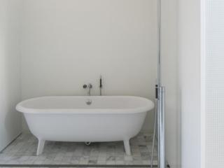 Fossil Stone Dublin - Old White Bathroom