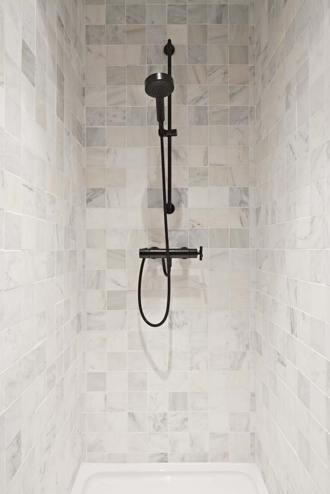 Fossil Stone Dublin - Old White Shower Tiles
